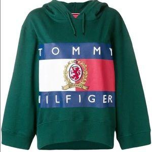Tommy Hilfiger Logo Cropped Hoodie
